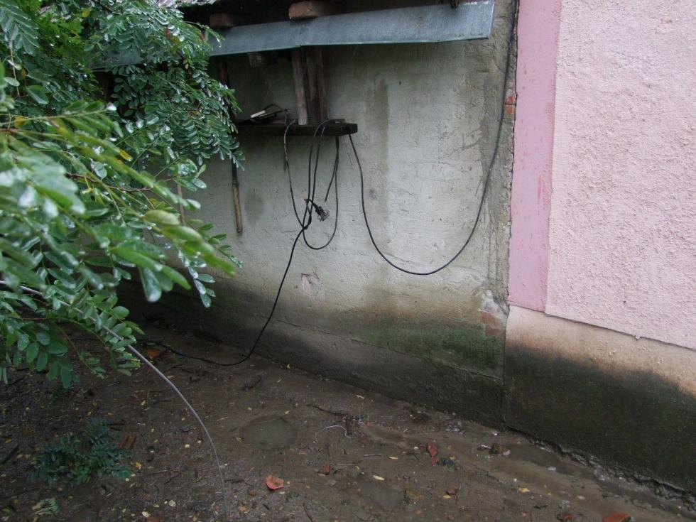 magyar szerdahely áramot vezetett a kerítésébe 4