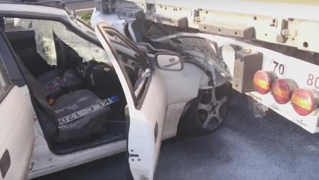 m7 kamion alá csúszott autó