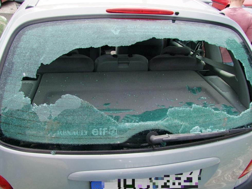 nagykanizsa kövekkel dobálta az autókat 1