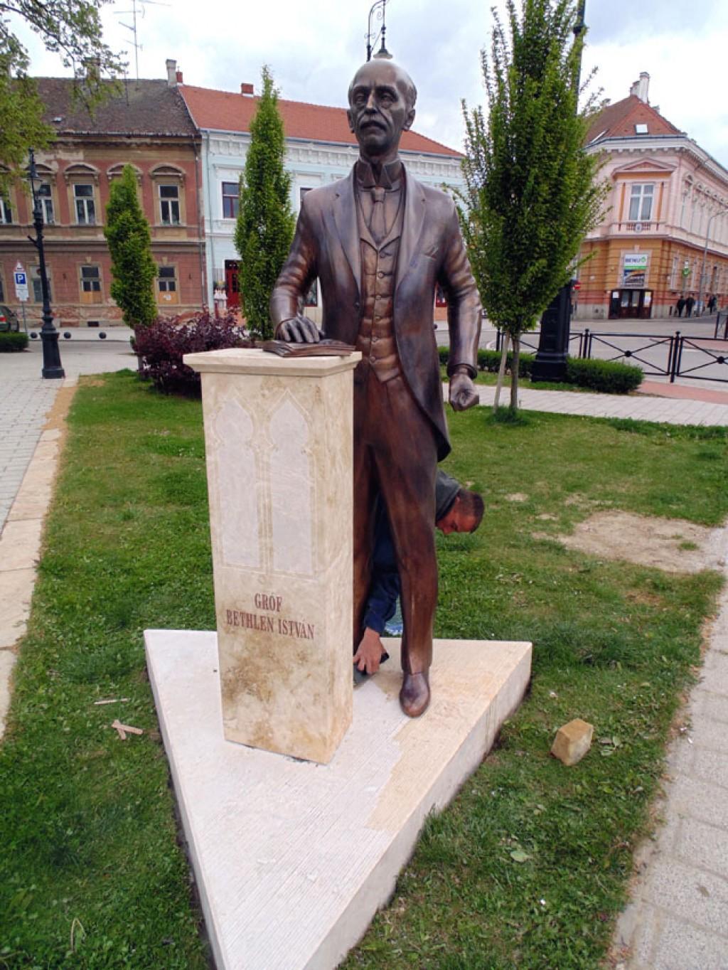 nagykanizsa bethlen szobor 2