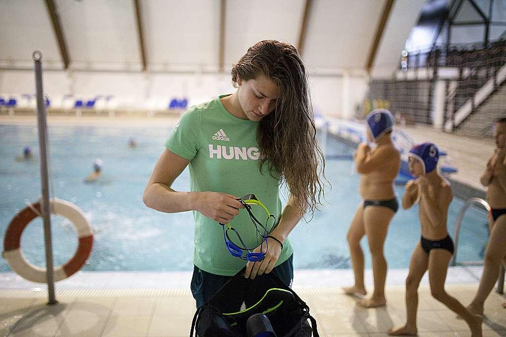 Nagykanizsa, 2016. július 26. Molnár Flóra úszó a nagykanizsai uszodában 2016. július 25-én. A sportoló kvótát szerzett a riói nyári olimpiára. MTI Fotó: Varga György