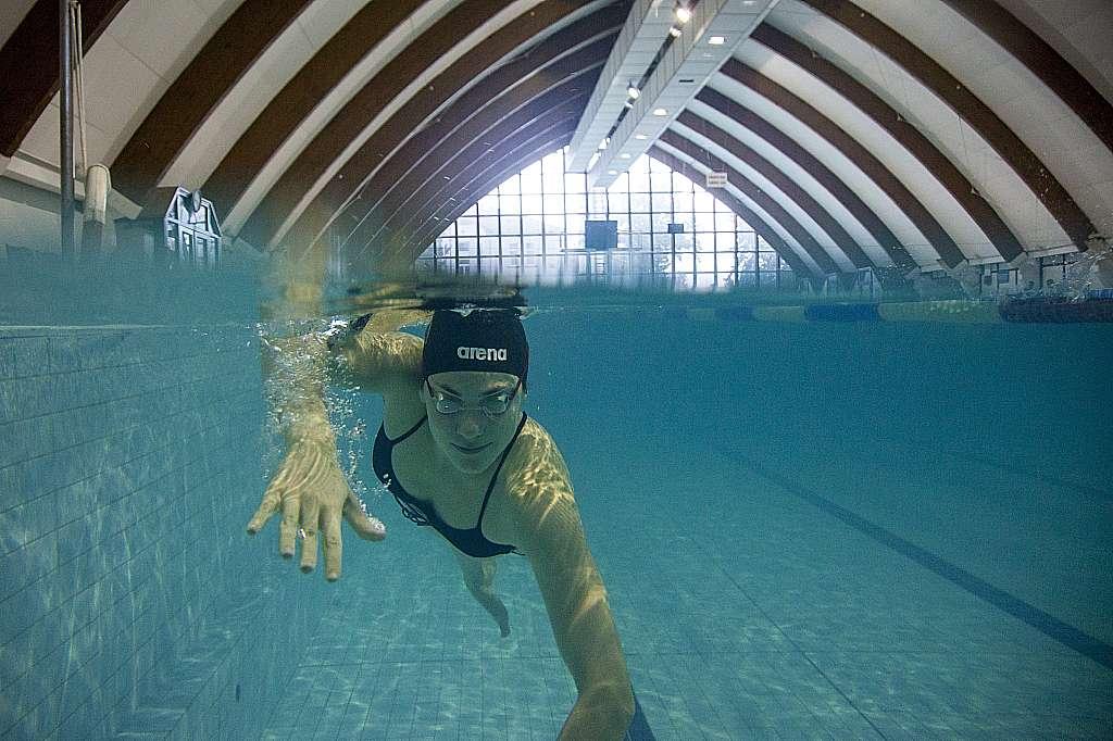 Nagykanizsa, 2016. július 26. Molnár Flóra úszó edz a nagykanizsai uszodában 2016. július 25-én. A sportoló kvótát szerzett a riói nyári olimpiára. MTI Fotó: Varga György