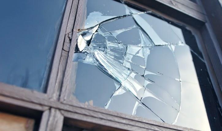 kitört ablak